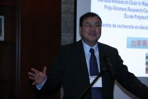 2014年5月14-16日,在意大利帕维亚市召开的首届IEEE射频,微波和太赫兹应用的数值电磁建模和优化国际会议上(NEMO2014),他担任计算机辅助设计和优化的国际现状和未来的专题讨论会的组织者,主席,和协调人。这是他正在有来自世界各地的知名专家所参加的专题讨论会上主持会议的场景。