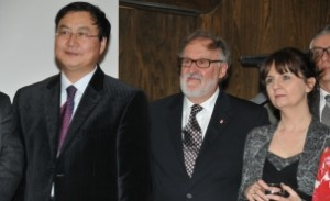 2014年6月4日,在美国佛罗里达州坦帕市召开的2014年IEEE MTT-S国际微波年会的颁奖晚宴上,他和他的合作者(Renato G.Bosisio教授)由于在六端口发射机和接收机概念和技术上开创性的工作获得了2014 IEEE MTT-S微波应用奖。和他们在一起的是IEEE MTT-S2014年度主席,Robert Weigel教授。