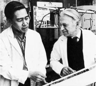 圖片 5 廖若軒(左)與赫茨貝格在國家研究院分子光譜研究中心(廖若軒提供)
