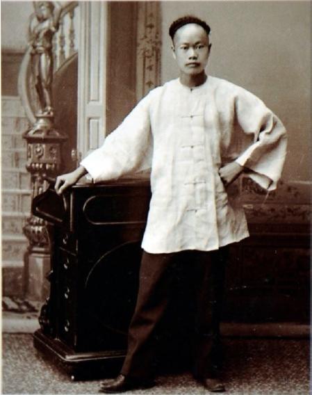图片 2 谭华钿(Hum Quon)1893年在渥太华的照片(加拿大档案图书馆,ID:000003467875)