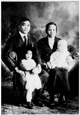 图片1 黄昂振夫妇与他们的二女儿黄香爱和三女儿黄艳爱 1924年摄于渥太华(黄美齢提供)