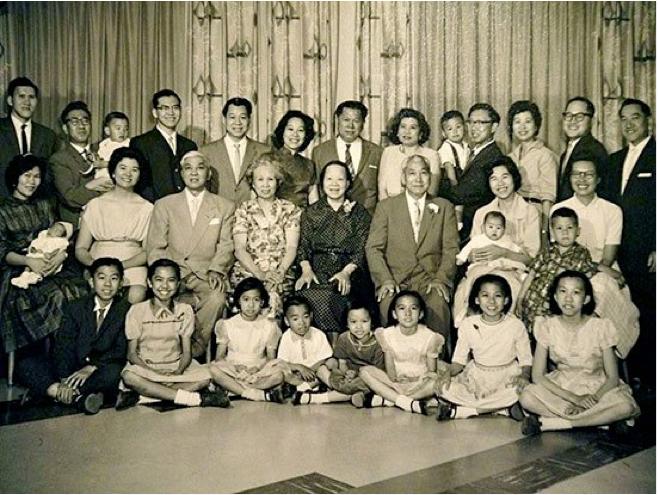 图片3 两个黄家三代人1962年在渥太华合影。中排靠左为黄振昂夫妇,靠右为黄振杰夫妇(黄美齢提供)