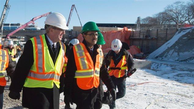 基础设施部长Sohi 和渥太华市长Watson视察工地