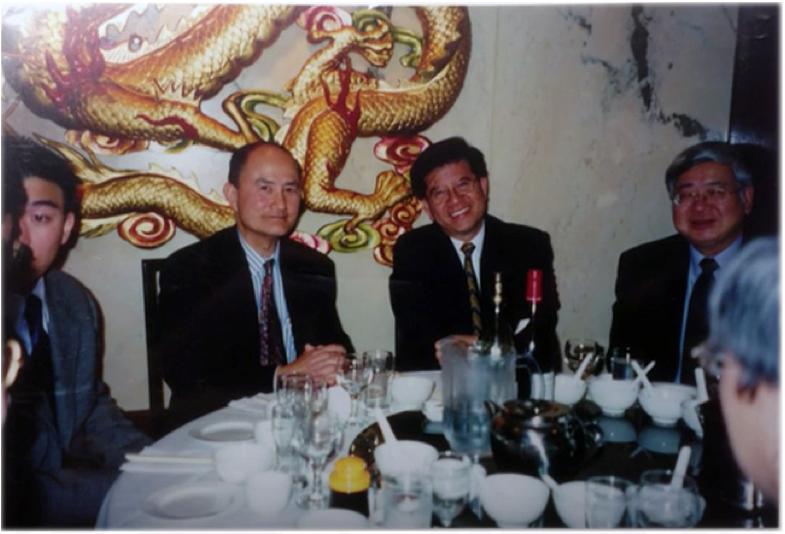 图片 2 左起:黄祖永、陈卓愉、吴仲贶(Frank Ling, CM)(OACCUA提供)