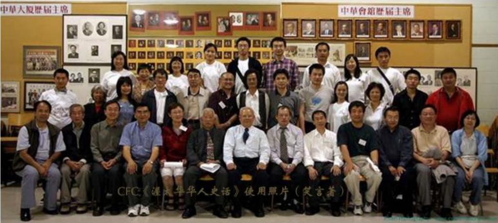 图片 4 志愿者、组委会工作人员与部分参选人员的合影(张瑞文摄影提供)