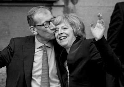 卡梅伦今日向女王递交辞呈 留欧派新首相确定脱欧