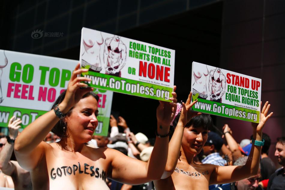 """美国民众参加""""无上装""""游行 呼吁女性权利(组图)-新华侨报"""