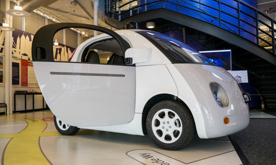 Google无人车再升级,现在能给救护车让道了