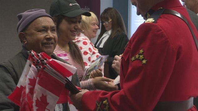 加拿大缺乏法官让移民等待入籍的时间延长-新华侨报