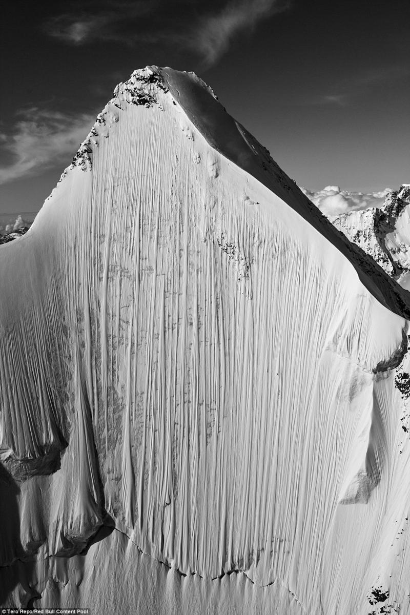 揭秘世界极限滑雪:从4000米山峰垂直下滑(组图)-新华侨报
