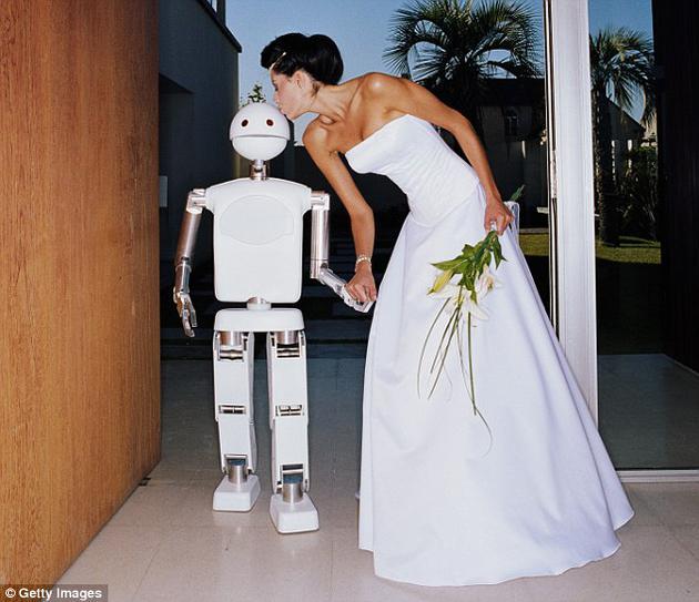 或许在不到35年内就会有人类与机器人结婚的事情出现。