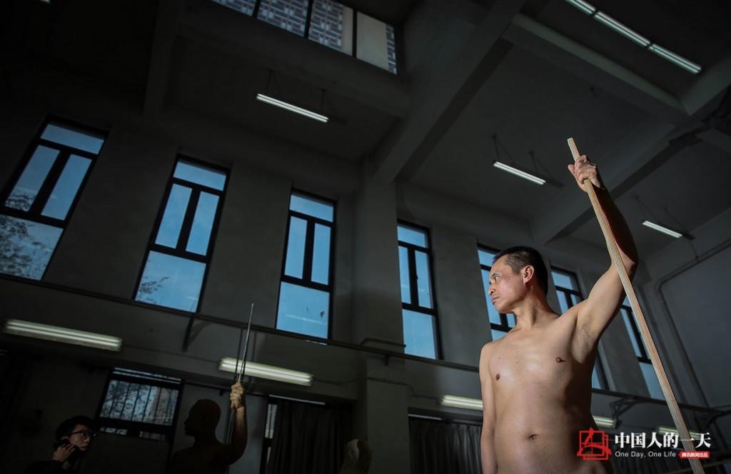 中国人的一天中国人的一天2555期:裸模入行十几年 曾一天吃一顿饭