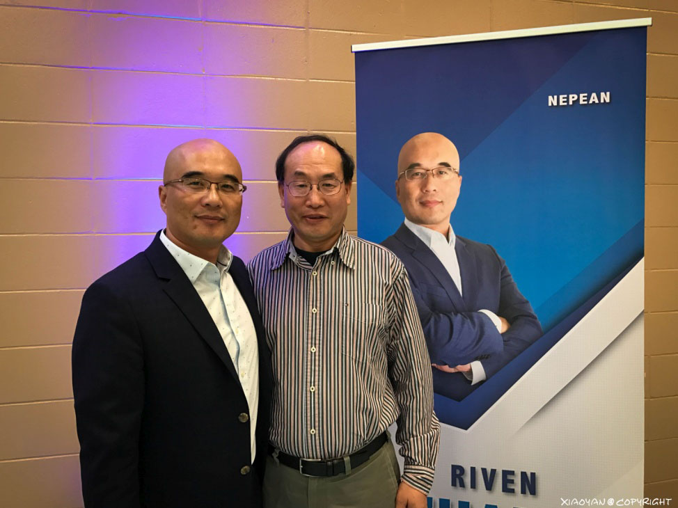 图片 214 2016年11月5日,张瑞文(左)与作者在参选消息发布会现场