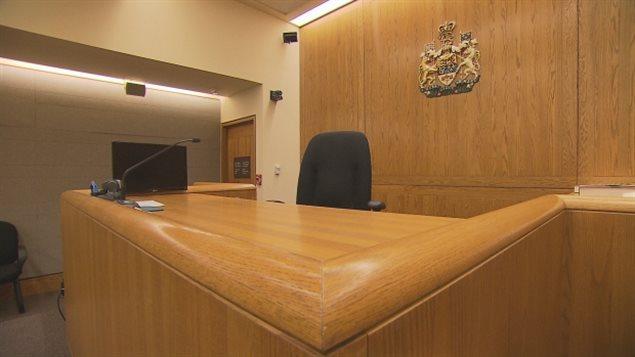 缺庭审法官导致大量刑事和民事案件排队积压
