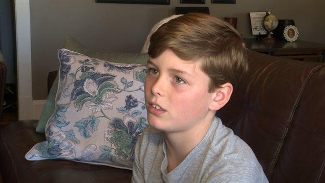 PEI省10岁男孩Cole Doyle因为加航超卖而无法登机
